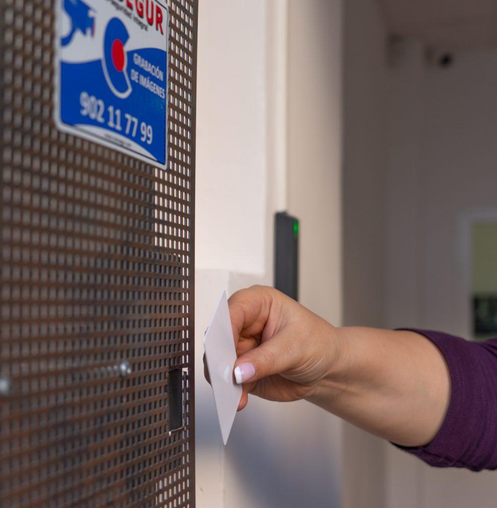 Acceso con tarjeta magnética a nuestros trasteros de alquiler